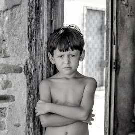 the boy by Suelena Moreira - Babies & Children Child Portraits