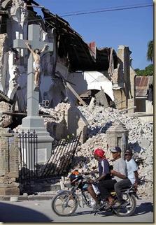 La Cruz de Cristo se levanta incólume en Haití
