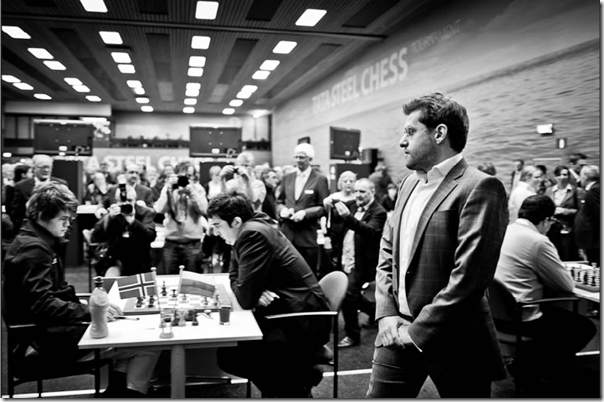 Aronian walking past Carlsen vs Kramnik