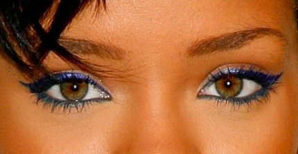 Delineado azul0616 rihanna blue makeup bd