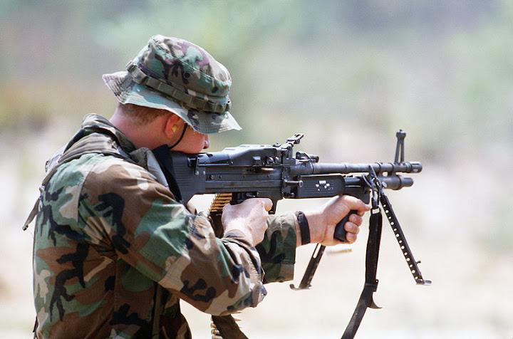 800px-M60_machine_gun_DN-ST-88-00621.jpg