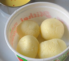 Squeezed rasgullas