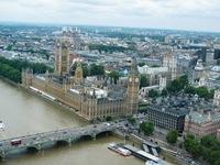 Vista do London Eye (vulgo, roda gigante que leva 17 Libras por uma voltinha!!!): tem o Big Ben ao fundo)