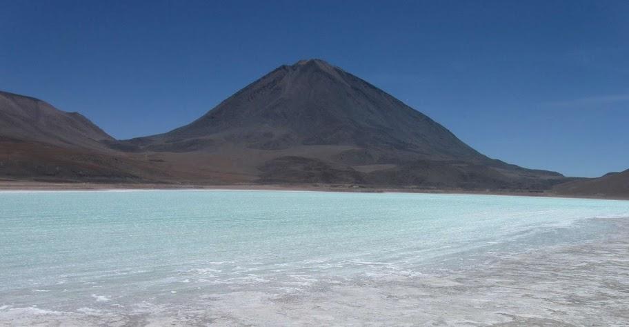 LEJARRETA EN LOS ANDES (2009) 19.laguna%20Verde%20y%20volcan%20Lincacahur
