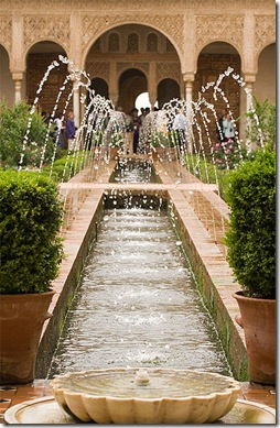 389px-Alhambra_Generalife_fountains
