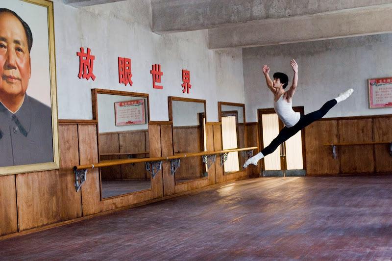 Guo Chengwu as Li in MAO'S LAST DANCER