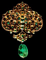 Spanish emerald and gold pendant exhibited at Victoria and Albert Museum.