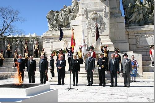 Ruíz Gallardón en uno de los momentos solemnes de la ofrenda 041