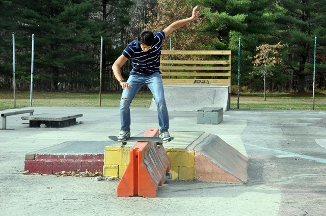 juan skateboarding 013 juan likes