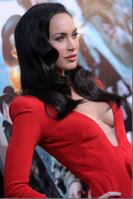 Megan Fox de vestido vermelho