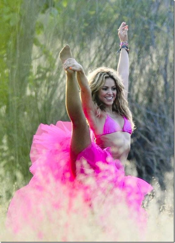 Shakira de biquíni rosa (4)