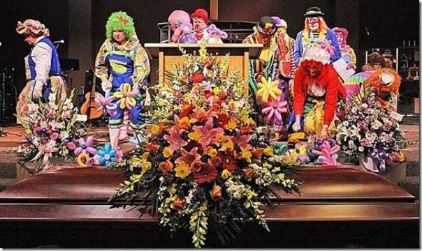 Pallhaços no funeral (6)