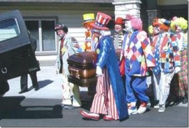 Pallhaços no funeral (5)