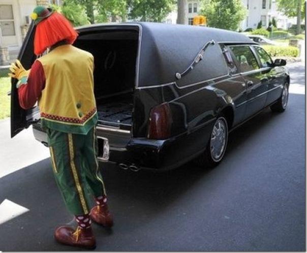 Pallhaços no funeral (2)