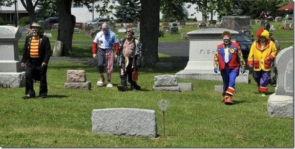 Pallhaços no funeral (1)
