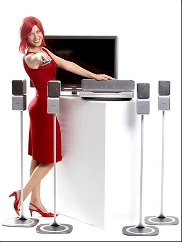 Bela garota propaganda da feira de eletronicos (6)