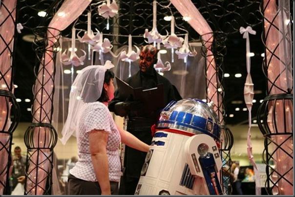 Mulher se casa com um robô (4)