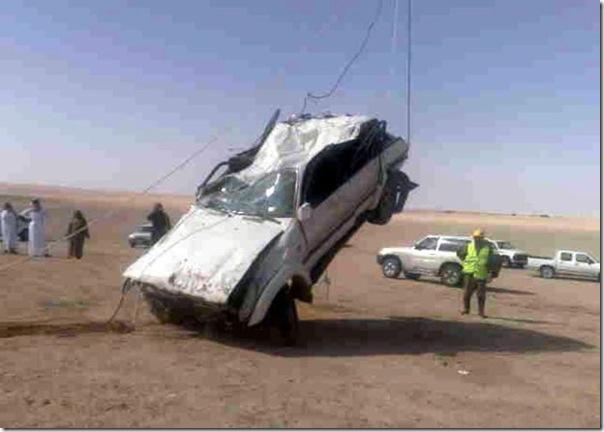 Carro cai em um poço na Arábia Saudita (6)