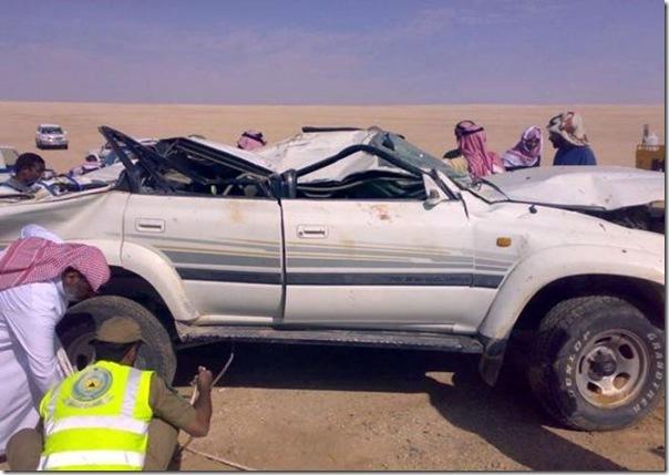 Carro cai em um poço na Arábia Saudita (9)