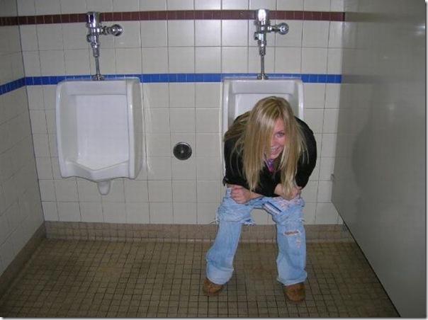 Garotas no banheiro masculino (12)