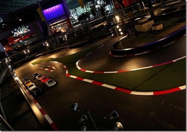 Ferrari World Abu Dhabi nos Emirados Árabes