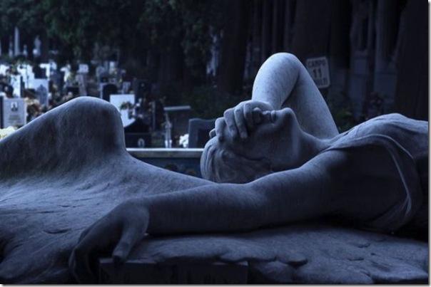 Esculturas no Cemitério (9)
