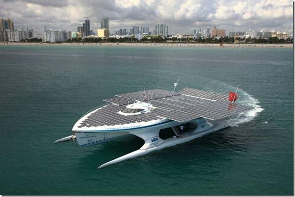 Catamarã com painéis solares (7)