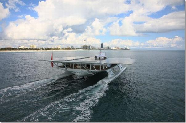Catamarã com painéis solares (5)