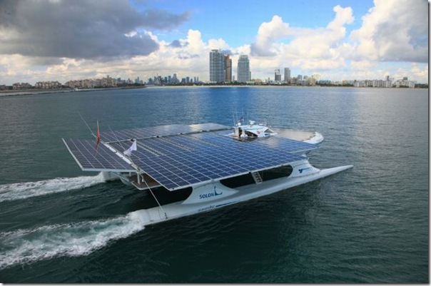 Catamarã com painéis solares (2)