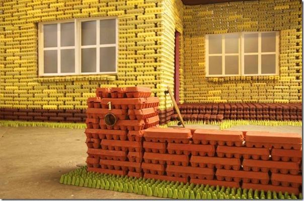 Casa feita com caixas de ovos (2)