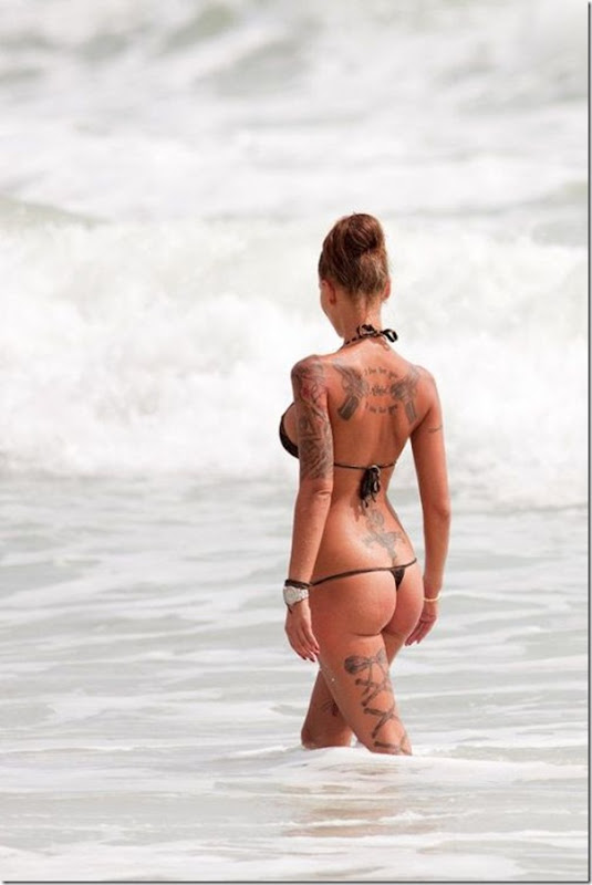 Bela garota tatuada (1)