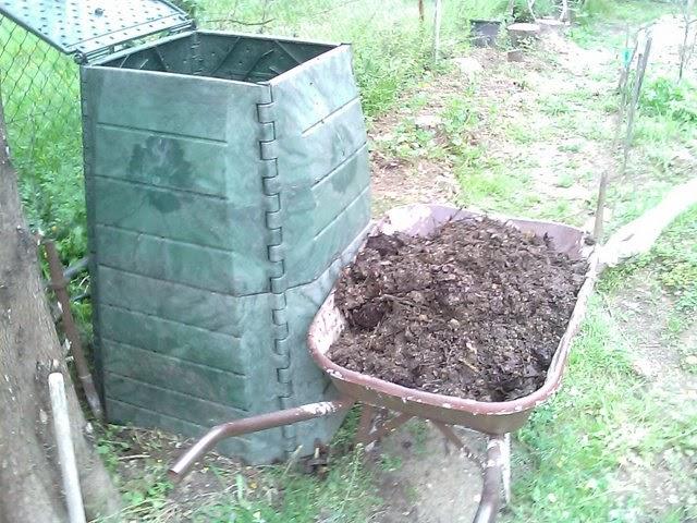 Un jardin potager en languedoc faire son compost en silo ou bac au potager - Faire du compost dans son jardin ...