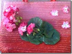 particolare borsa a righe rosa
