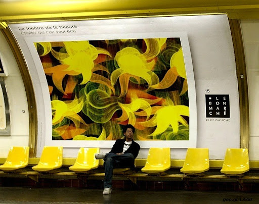 Victor Angelo painting in the Paris Metro