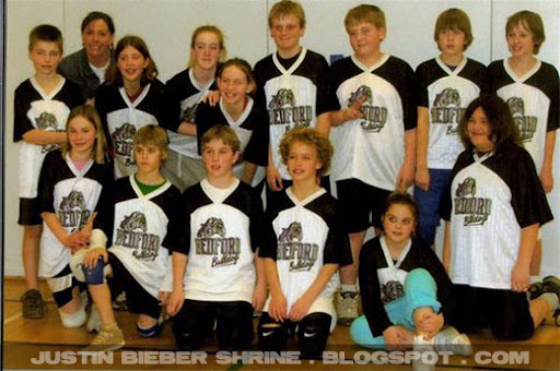Justin Bieber grade 6 school volleyball team picture