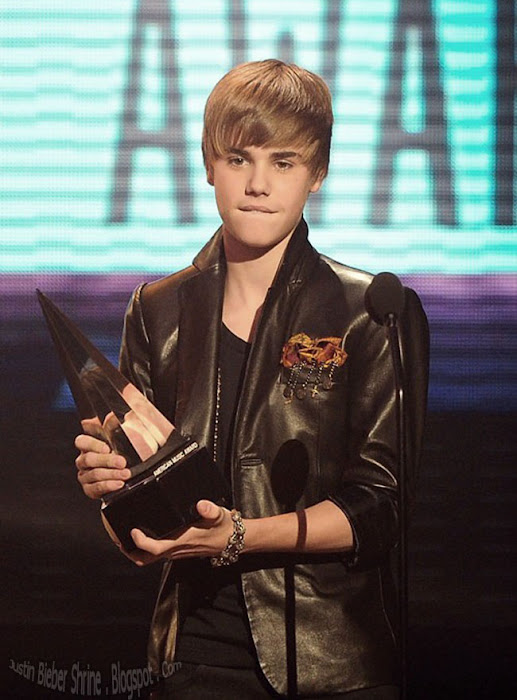 Justin Bieber wins 3 American Music Awards