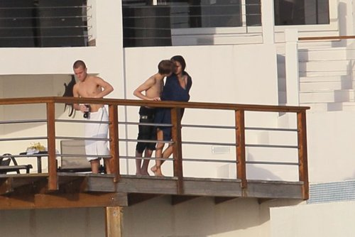 justinbieber selenagomez kissing stlucia 06 Pictures of Justin Bieber and