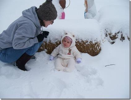 bella mommy snow