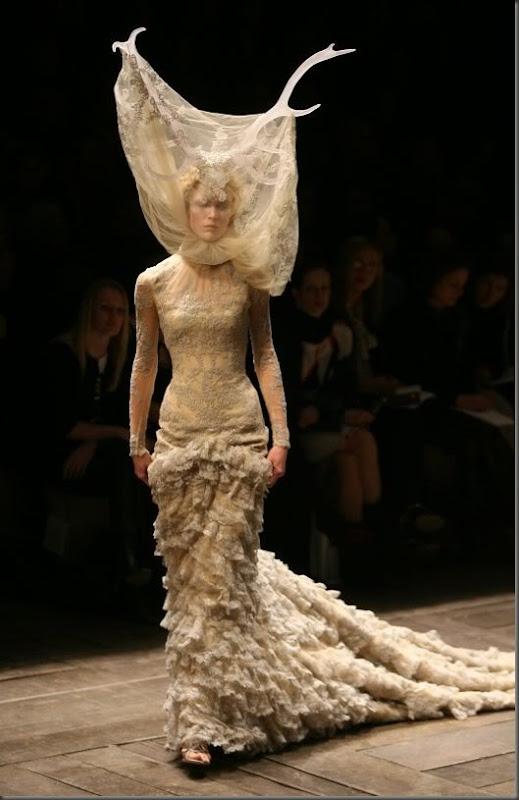 alexander-mcqueen-fashion-designer
