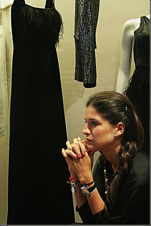 Diseñadora con vestido 6