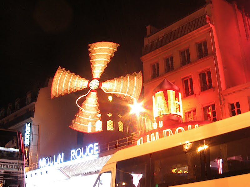 Moulin Rouge nocturn