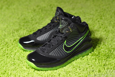 lebron7 black dunkman 77 web Air Max LeBron VII Black/Electric Green aka Dunkman Showcase