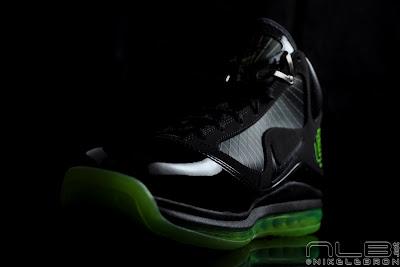 lebron7 black dunkman 59 web Air Max LeBron VII Black/Electric Green aka Dunkman Showcase