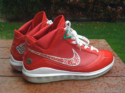 nike air max lebron 7 pe big apple 1 01 Leaked: Nike Air Max LeBron VII Xmas Sample / Big Apple PE