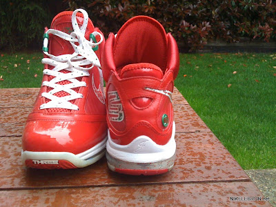 nike air max lebron 7 pe big apple 1 08 Leaked: Nike Air Max LeBron VII Xmas Sample / Big Apple PE