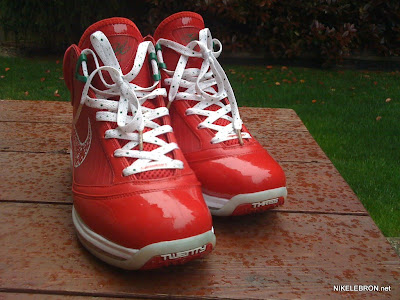 nike air max lebron 7 pe big apple 1 02 Leaked: Nike Air Max LeBron VII Xmas Sample / Big Apple PE