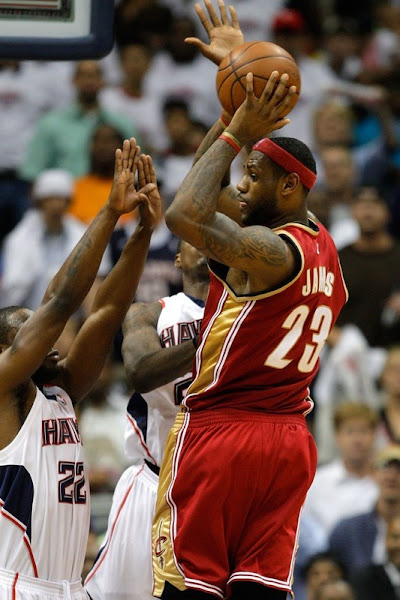 Cavaliers Complete the Sweep over Hawks Delonte Joins the Army