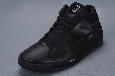 nike zoom lebron ambassador 2 gr black anthracite 1 01 Detailed Look at the Black / Anthracite Zoom LBJ Ambassador II