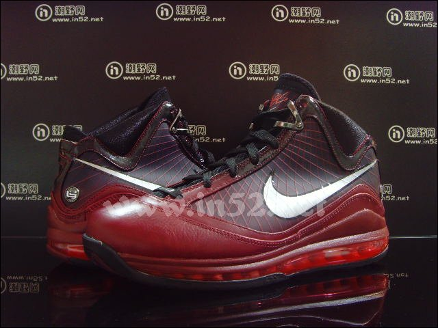 Nike Air Max LeBron VII Christmas Limited Edition New Photos ...