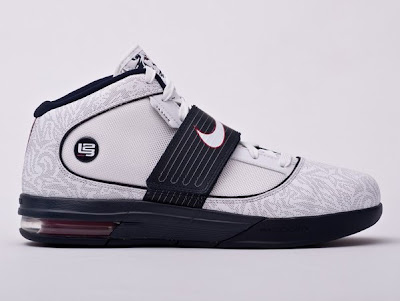 usabasketball lebrons zs4 uwr 01 USA Basketball